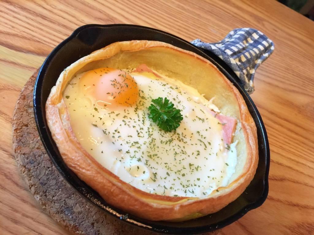 Ham, Cheese & Egg Pancake ที่ ร้านอาหาร Panary Cafe