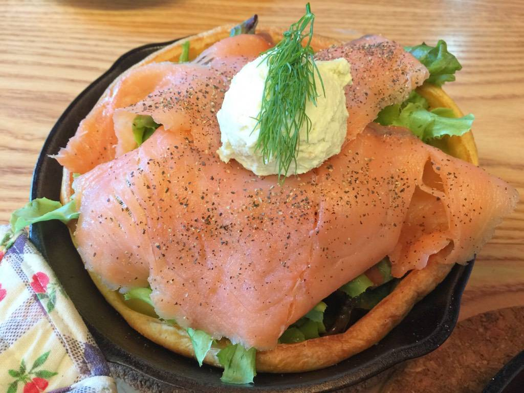 Salmon & Wasabi Cream Cheese Pancake ที่ ร้านอาหาร Panary Cafe