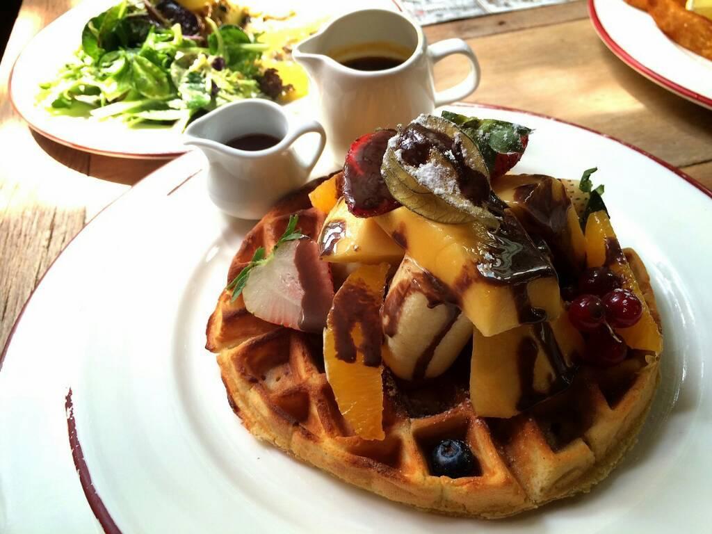 Morning Waffles ที่ ร้านอาหาร Karmakamet Diner