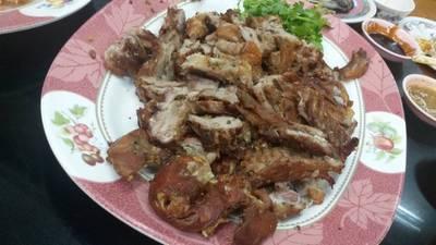 ผลิตผลหมูหันจานตะกี้ ย่างกระเทียมพริกไทย 👍 ที่ ร้านอาหาร ภัตตาคารฮะหลี(ฮั้ว) ศรีนครินทร์