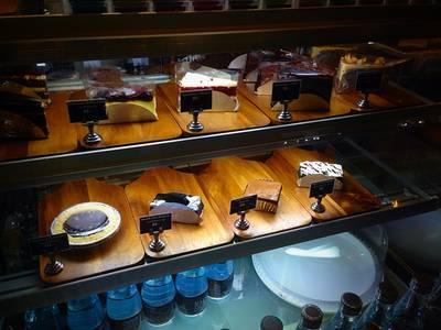 มีเค้กมากมายน ที่ ร้านอาหาร Coffee Industry ราชพฤกษ์
