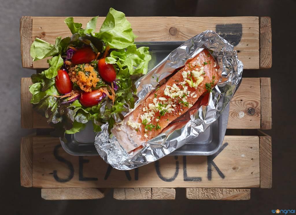 """""""Salmon Steak"""" (200.-) ที่ ร้านอาหาร Seafolk Seafood"""