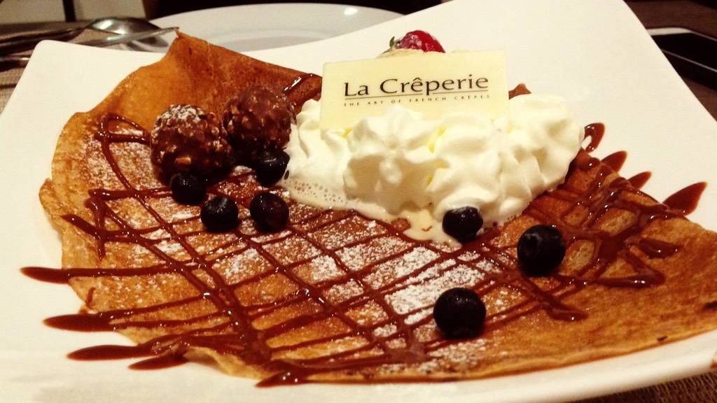 Chocolate Crêpe with Ferrero Rocher & Ice Cream ที่ ร้านอาหาร LA Creperie สุขุมวิท 39