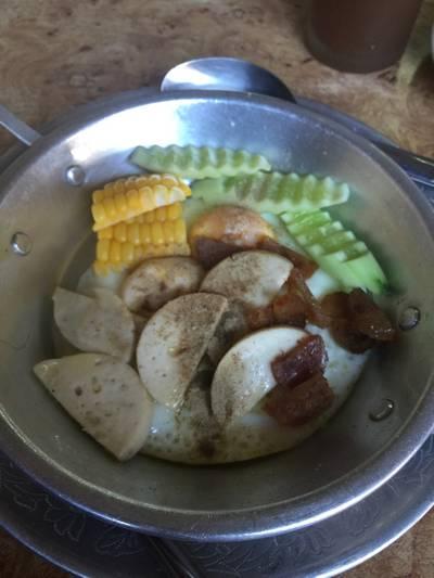 หิว. เผอใส่พริกไทยก่อนถ่ายรูป ที่ ร้านอาหาร เอมโอช