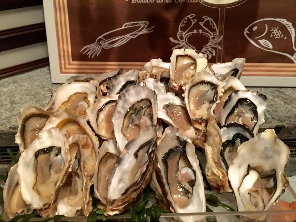 หอยนางรม ที่ ร้านอาหาร River Cafe & Terrace The Peninsula Bangkok
