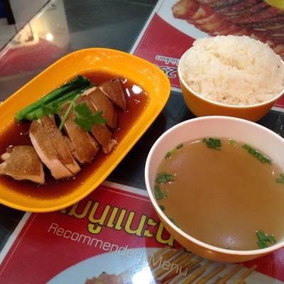 ชุดข้าวไก่ซีอิ๊ว ที่ ร้านอาหาร มารีน่า ฮ่องกง