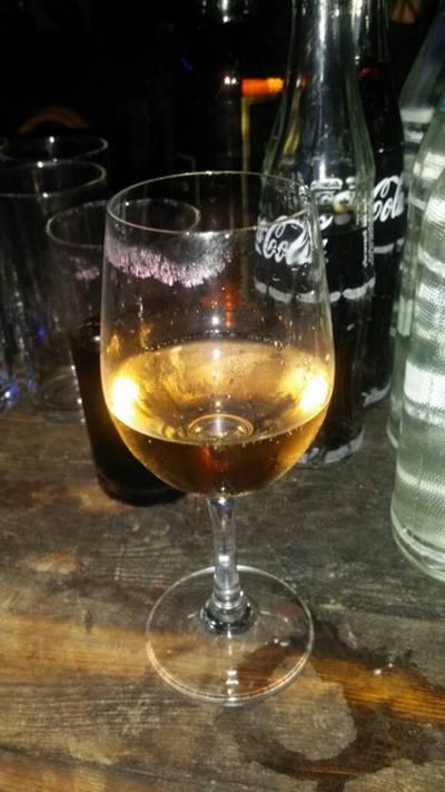 ไวน์ เอามาเอง ขอแก้วไวน์ที่ร้านมา ที่ ร้านอาหาร โรงเหล้าแสงจันทร์