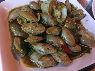 หอยลายผัดน้ำพริกเผา ที่ ร้านอาหาร ป้าตู่ซีฟู๊ด