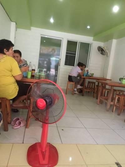 บรรยากาศร้าน • ด้านในสะอาดดี ที่ ร้านอาหาร น้องก๋วยเตี๋ยวหมูน้ำตก