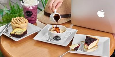 นั่งชิลล์กันแบบยาวๆ กับเครื่องดื่มแก้วโปรด ที่ Jario Coffee