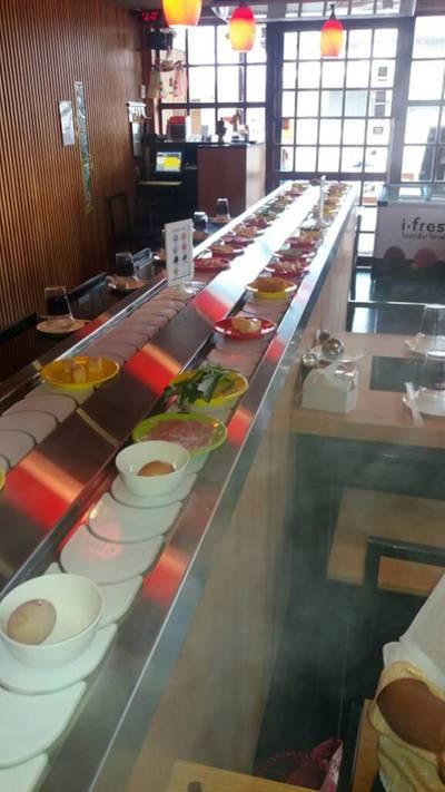 โต๊ะเดียว...ก็เต็มสายพาน ที่ ร้านอาหาร Wasabi Shabu