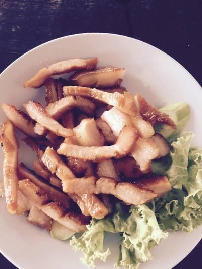 คอหมูย่าง ที่ ร้านอาหาร ครัวหลงคอหมูย่าง นนทบุรี