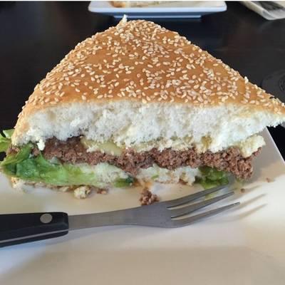 XXL Burger ที่ ร้านอาหาร XXL Kitchen Hua Hin