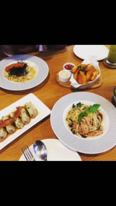 อาหารเต็มโต๊ะเลย • อร่อยค่ะ ที่ ร้านอาหาร On The Table เซ็นทรัลเวิลด์