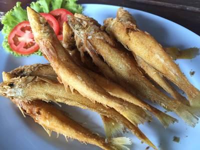 ปลาทรายทอด • กรอบสุดๆเลยครับทานได้ทั้งตัว ที่ ร้านอาหาร ท่ามะพร้าวซีฟู้ด
