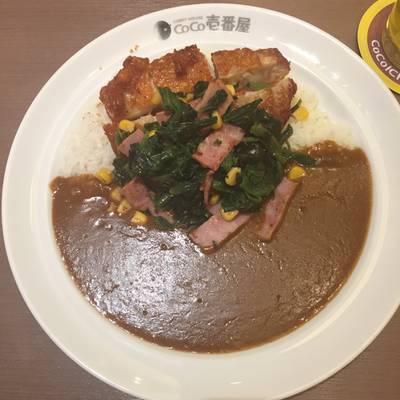 ข้าวแกงกะหรี่เบค่อนผักโขม • เพิ่มไก่กรอบเพื่ออรรถรส ที่ ร้านอาหาร Coco Ichibanya Central World