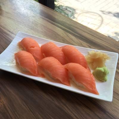 แซลมอน ที่ ร้านอาหาร Sakana Sushi & Sashimi