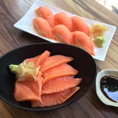 Salmon Sashimi ที่ ร้านอาหาร Sakana Sushi & Sashimi