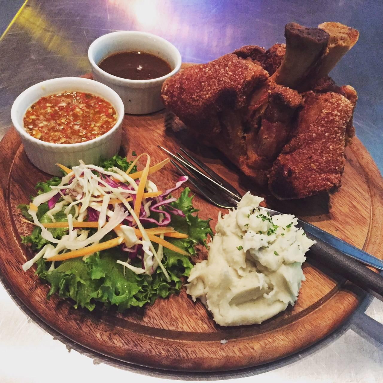 ร้านอาหาร East West Cafe' Hua Hin