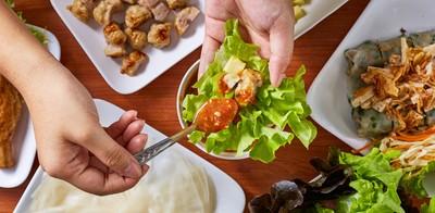 """ขอผักได้ไม่อั้น! กับอาหารเวียดนามขนานแท้ ที่ร้าน """"ครัวเมืองเว้"""""""