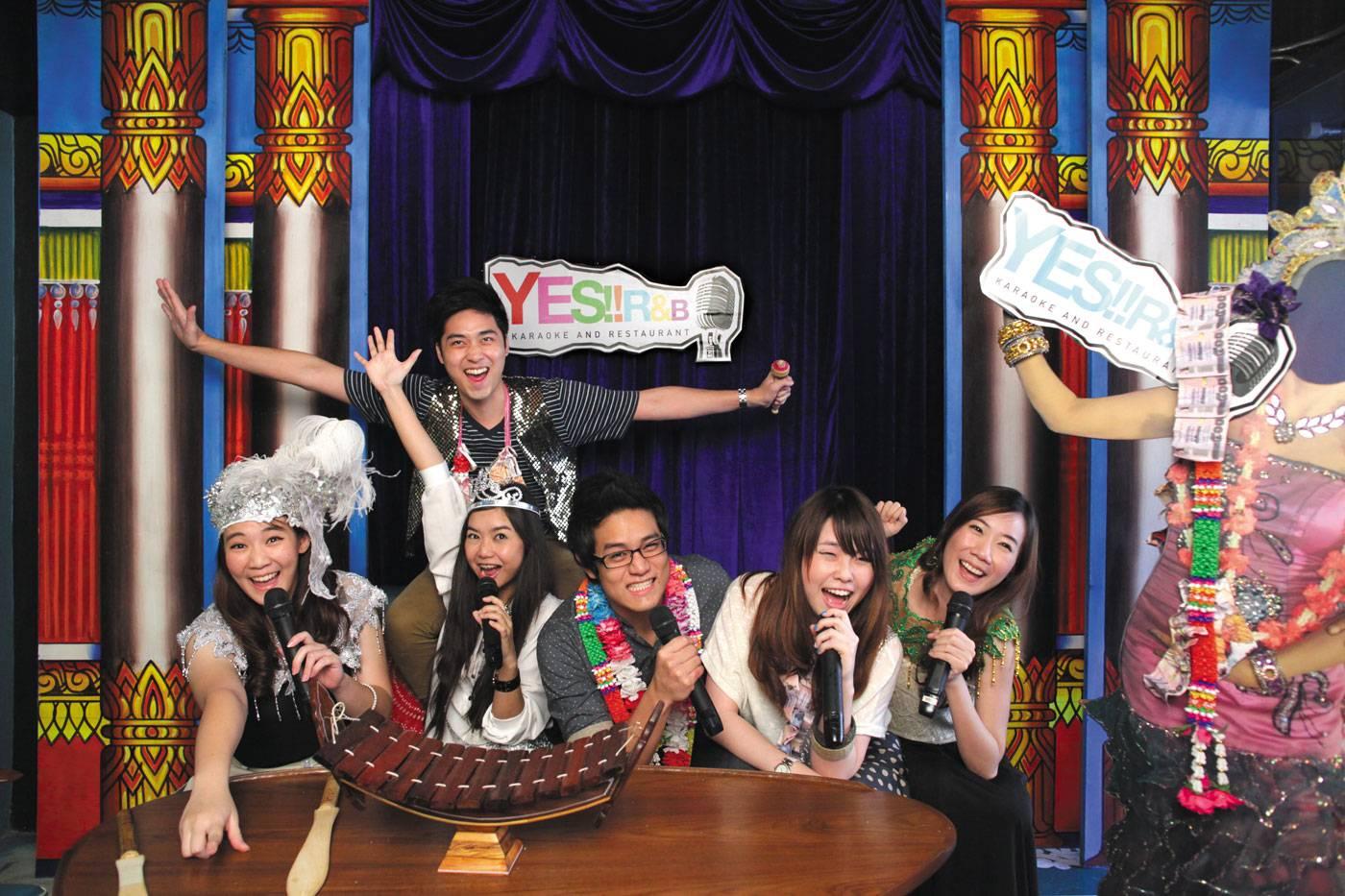 ร้านอาหาร Yes!! R&B Karaoke ทองหล่อ 10