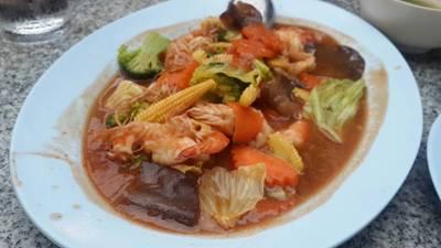 ผัดผักรวมกุ้ง • จานนี้อร่อยเกินคาด สั่งมาเพราะอย่างอื่นเผ็ดหมด กลายเป็นชอบ ผัดผักหวานๆแก้เผ็ดดี๊ ที่ ร้านอาหาร ครัวอนงค์