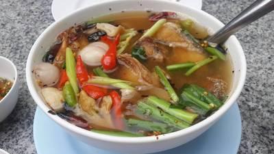 ต้มโคล้งปลาช่อนทอด • รสแซบเปรี้ยวเผ็ด ปลาช่อนทอดมากรอบๆ ที่ ร้านอาหาร ครัวอนงค์