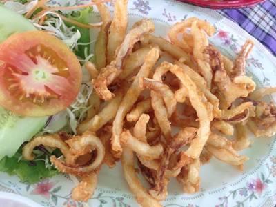 ปลาหมึกแดดเดียว ที่ ร้านอาหาร ครัวแกงเผ็ด