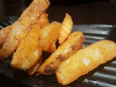 มันฝรั่งทอดปรุงรสสไตล์ญี่ปุ่น : เหลืองทองน่าทานดี ใช้ได้เลยจ๊ะ ที่ ร้านอาหาร Chabuton เซ็นทรัล ลาดพร้าว