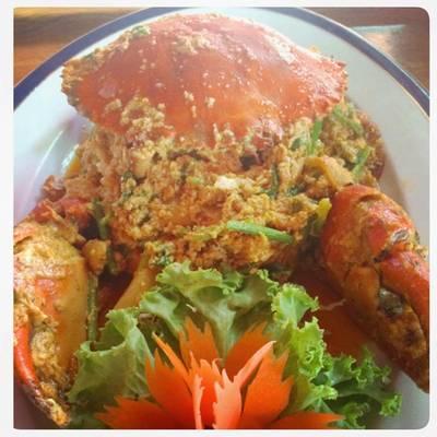 ปูทะเลไข่ผัดผงกะหรี่ รสชาดอร่อยเวอร์ ที่ ร้านอาหาร ปูกรรเชียง