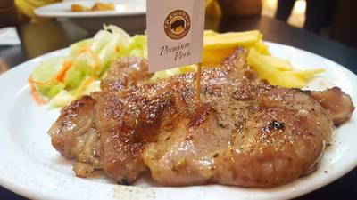 สันคอหมูคูโรบูตะ สูตรหมักพริกไทยดำ • อร่อยมาก เนื้อนุ่มๆ ติดมัน ที่ ร้านอาหาร SANTA FE' STEAK เซ็นทรัลเวิลด์