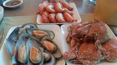 กุ้ง ปู หอย ที่ ร้านอาหาร Crystal Grill Baiyoke Sky Hotel