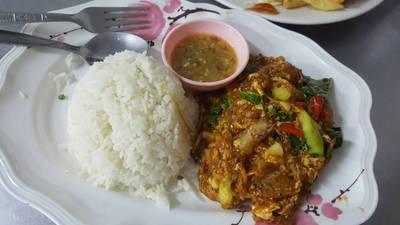 ข้าวหมื่นลี้หมูกรอบ (45.-) ที่ ร้านอาหาร สเต็กสามย่าน (ทูเดย์ สเต็ก) จุฬาฯ