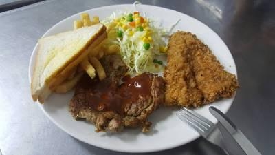 เสต็กเนื้อสันนอก + ปลาดอลลี่ทอด (120.-) ที่ ร้านอาหาร สเต็กสามย่าน (ทูเดย์ สเต็ก) จุฬาฯ