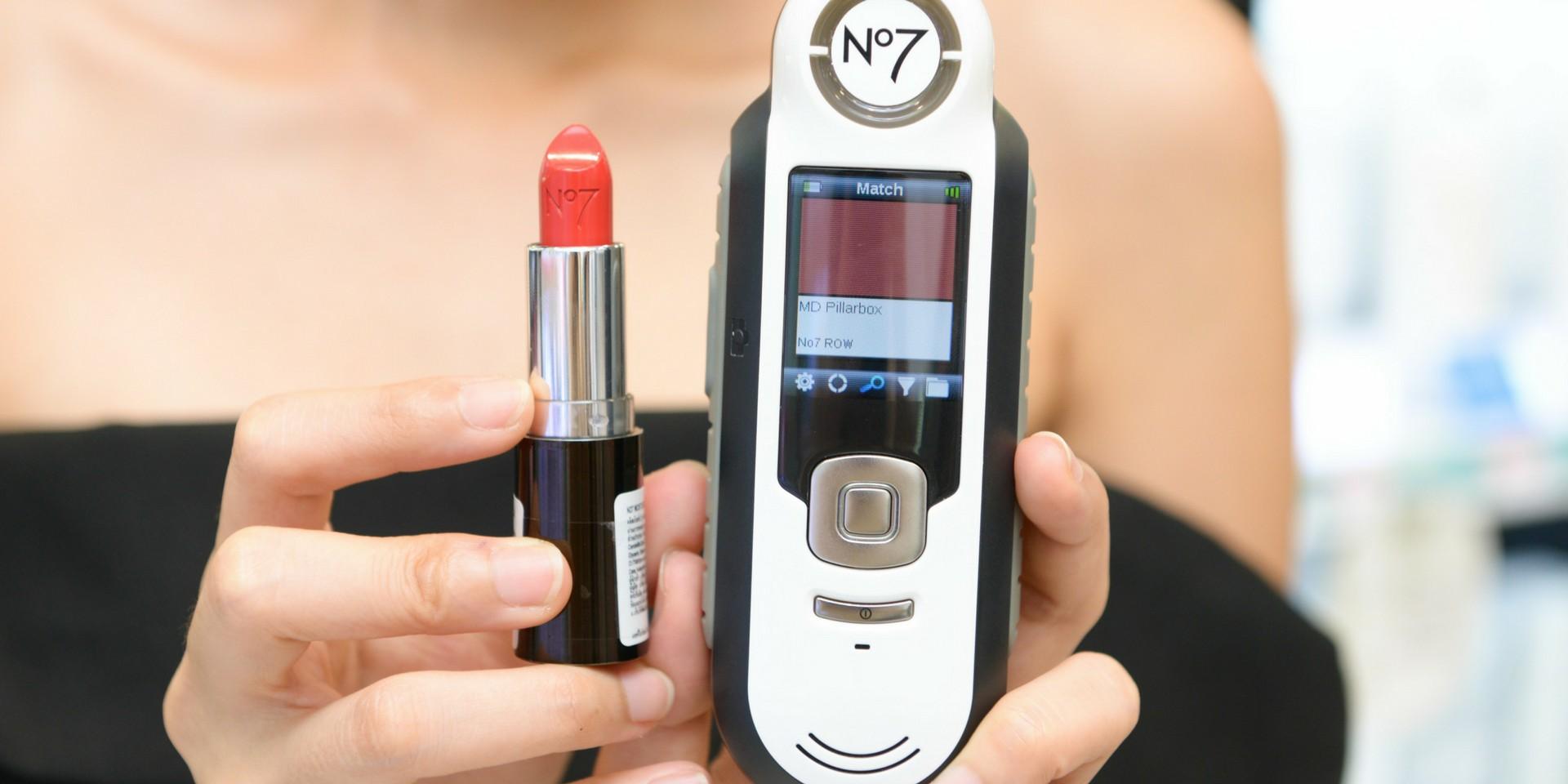 เปิดตัวเครื่องเช็คสีลิปจาก No7 ที่เช็คได้ว่าลิปสติกสีไหนเหมาะกับคุณ!