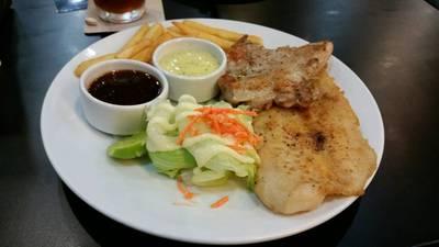 สเต๊กปลาดอลี่+ไก่อีซี่ • สองชิ้นนี่อิ่มแปล้เลย ที่ ร้านอาหาร SANTA FE' STEAK เซ็นทรัลเวิลด์