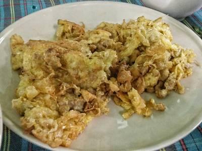 ไข่เจียว อร่อย หมดเร็วมาก ที่ ร้านอาหาร พวงเพชร