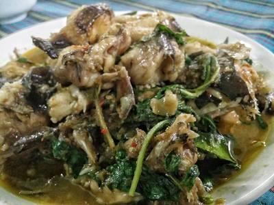 ปลาดุกทะเลผัดฉ่า • อร่อย ที่ ร้านอาหาร พวงเพชร