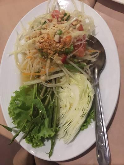 ส้มตำไทย ที่ ร้านอาหาร ราชนาวีสโมสร