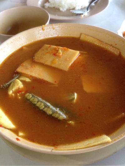 แกงเหลืองปลากระพง ที่ ร้านอาหาร ชมจันทร์