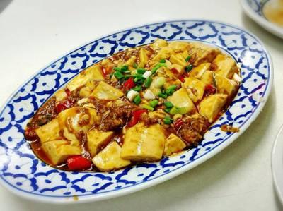 ผัดเต้าหู้ ไม่มีกลิ่นหืนของเต้าหู้เหลืออยู่ อร่อยใช้ได้ ที่ ร้านอาหาร เกี๊ยวจีน (ภัตตาคารซันมูน)