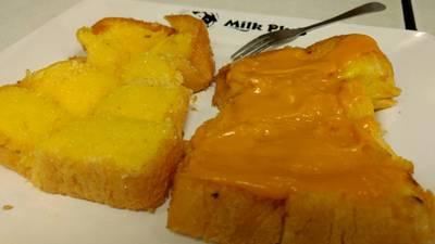 ขนมปังสังขยา • สังขยาส้มเยิ้มๆหวานมัน ที่ ร้านอาหาร MILK PLUS ➕  มิลค์พลัส สยามสแควร์