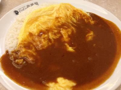 ข้าวแกงกะหรี่หน้าไข่ ที่ ร้านอาหาร Coco Ichibanya ลาวิลล่า อารีย์