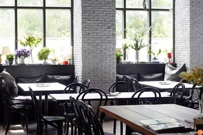 """ร้านอาหาร """"All Six To Twelve"""" Café & Social Bar หลังสวน"""