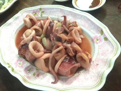 หมึกแดดเดียว ที่ ร้านอาหาร แดงอาหารทะเล (เจ้าเก่า)