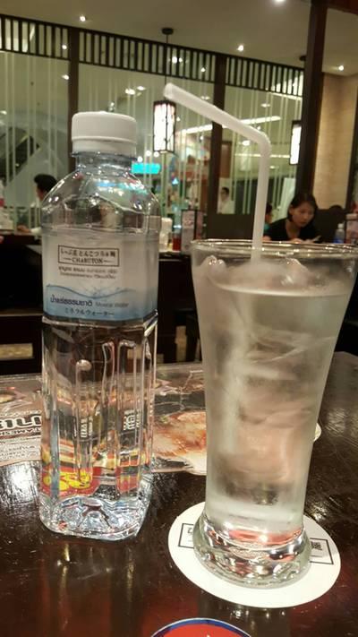 น้ำเปล่า ที่ ร้านอาหาร Chabuton เซ็นทรัล เวิลด์