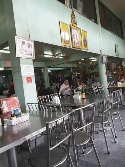 บรรยากาศร้าน • มรว.ถนัดศรี ยังมาชิม  ที่ ร้านอาหาร ห้องอาหารพูนเลิศ เหลาะงาทิ้น ห้าแยกพลับพลาไชย