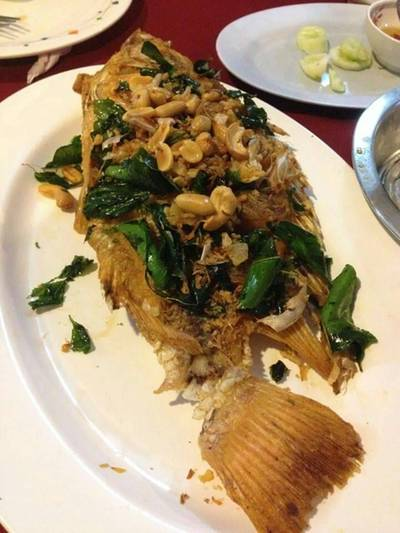 ปลาทอดกระเทียม ที่ ร้านอาหาร ร้านอาหารน้องอีฟ
