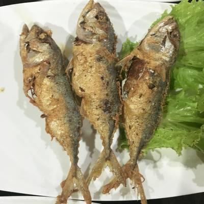 ห่อหมกปลาทูทอด • สอดไส้ห่อหมก ที่ ร้านอาหาร ครัวธรรมชาติ กาญจนบุรี
