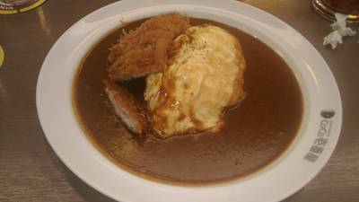 ข้าวแกงกะหรี่ไข่หมูทอด ที่ ร้านอาหาร Coco Ichibanya ลา วิลล่า ชั้น 2